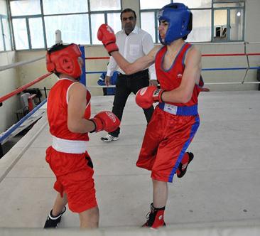 حضور فعال ومنافسات قوية ببطولة ملاكمة اللاذقية