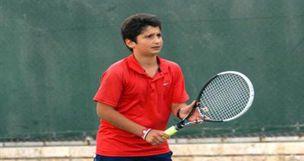 لاعب منتخب سورية لكرة المضرب للناشئين حازم نو يتقدم في بطولة اندونيسيا الدولية