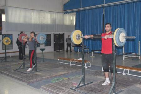 منتخب رفع الأثقال يشارك ببطولة غرب آسيا في البحرين