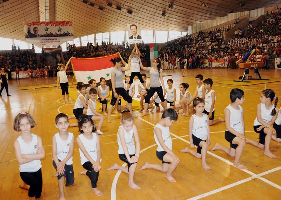 مشاركة واسعة في دورة التمرينات والعروض الرياضية لوزارة التربية