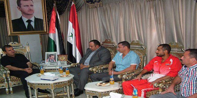 تكريم السباح صالح محمد بعد نجاحه في السباحة بين طرطوس واللاذقية لمسافة 80 كم