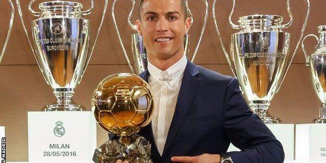 كريستيانو رونالدو يحصد الكرة الذهبية للمرة الرابعة