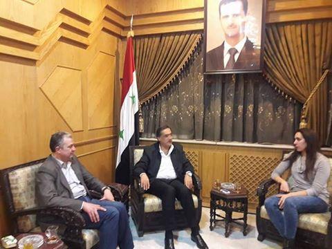 محافظ حلب يلتقي السباحة البطلة بيان جمعة ويثني على انجازها