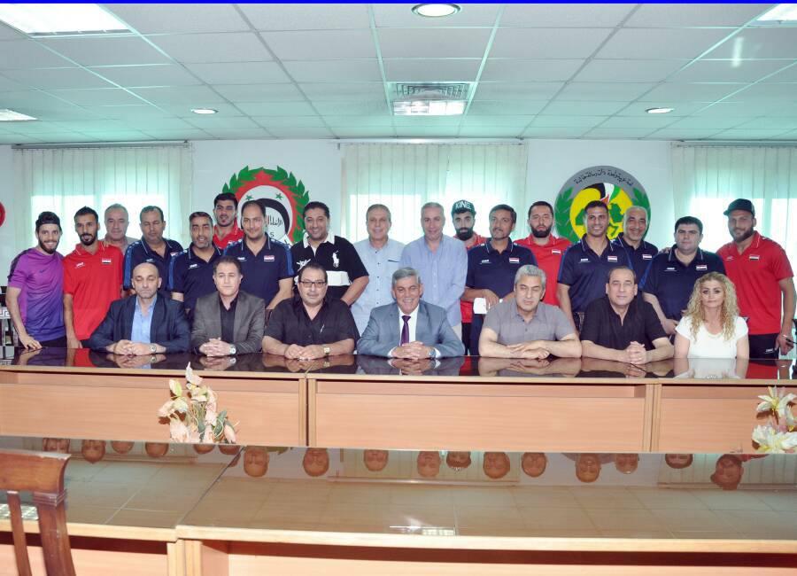 اللواء جمعة يكرّم المنتخب الكروي الأول قبل لقاء عمان واليابان