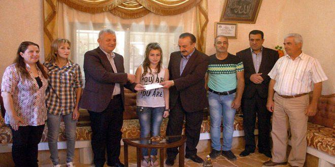 تكريم لاعبة منتخب سورية لألعاب القوى لوريس دنون لفوزها ببطولة آسيا للناشئات