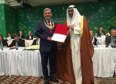 وسام المجلس الأولمبي الآسيوي للواء موفق جمعة