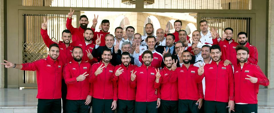 الرئيس الأسد للاعبي المنتخب الوطني بكرة القدم: تحسن مستوى المنتخب في ظل الظروف الصعبة التي تمر بها سورية يعتبر بحد ذاته إنجازاً ويجب البناء عليه