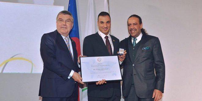 اللجنة الأولمبية الدولية تكرم السباح السوري العالمي فراس معلا